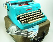 PROFESSIONALLY SERVICED Turquoise Blue Royal Quiet De Luxe Typewriter w/ Case, Owners Manual, New Ribbon