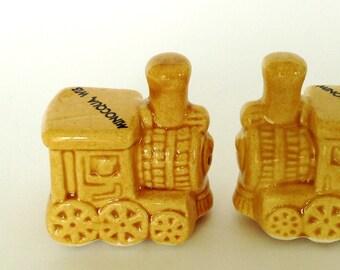 CUTE Vintage Souvenir Train Engine Salt & Pepper Shaker Set - Minocqua Wisconsin