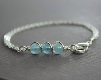 Dainty sterling silver bracelet with aquamarine stones and folded chain and a lobster clasp - Simple Stone Bracelet - Aquamarine bracelet