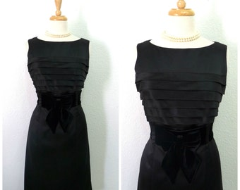 Vintage cocktail dress 60s Little Black dress velvet bow Party dress S/M