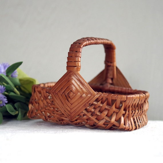 Tiny Wicker Basket With Handle : Small woven basket with handle