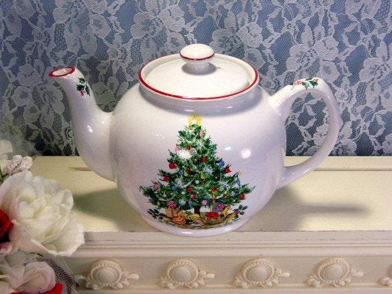 Vintage Rare Sadler Salem Christmas Eve Christmas Tree Teapot