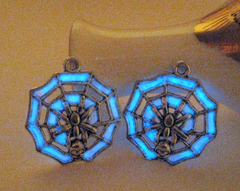 Spider Glowing Earrings Glow in the Dark Spider Web Halloween Jewelry Silver White Cobweb Design Witch Costume Insect Skull Spider Earrings