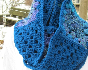 Peacock Blue Crochet Cowl, Dark Peacock Infinity Scarf, Granny Scarf Multicolored Cowl, Blue Neckwarmer, Gift for Mom, Present for Sister