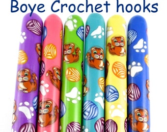 Crochet Hook, Polymer Clay Covered Boye Crochet Hook, Cats and Yarnballs