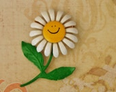 Vintage Daisy Happy Face Pin