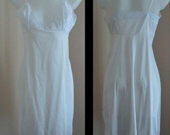 Vintage Van Raalte White Full Slip, Free Shipping, White Full Slip, White Slip, Romantic, Wedding, Vintage Lingerie, 1960s