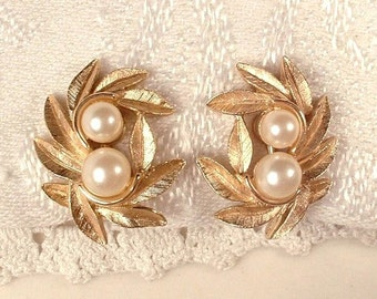 Vintage Ivory Pearl Brushed Gold Leaf Earrings, Clip Back Designer Signed, Vintage Bridal Jewelry, Woodland Wedding, Rustic Chic Modern