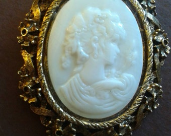 Take you back in time Mother of pearl Cameo brooch necklace