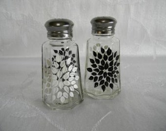 Salt and pepper shakers, hand painted salt and pepper shakers, starbursts, hand painted starburst salt and pepper shakers