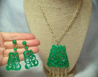 1960s Chinese Style Jade Green Plastic Necklace and Earrings Set.