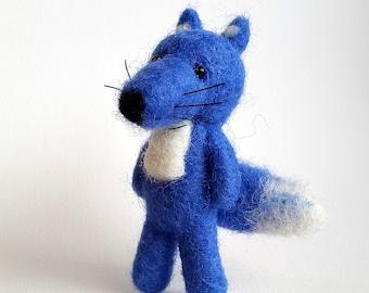 Needle felted fox, fox brooch, miniature animal, fox, wild animals jewelry, blue fox pin