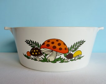 Vintage Corning Ware Merry Mushroom 2 1/2 Quart Casserole - Sears 1970