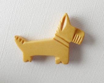 Bakelite Scottish Terrier Dog Button Large Realistic Creamy Yellow