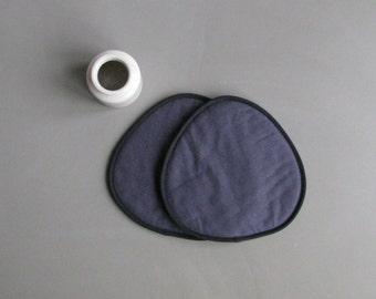 slate grey linen trivets - modern potholders - minimalistic - minimal kitchen - no logo - black and grey