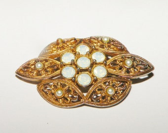 """Sarah Coventry """"Victoria"""" pin 1970s Brooch"""
