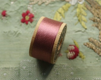1 vintage pure silk buttonhole Belding 280  twist thread spool old mauve rose pink shade 10 yards size D Belding Corticelli