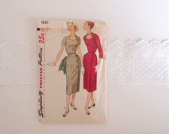 1950s Dress pattern ...Simplicity 1685 sleek slim fit Dress with sweetheart neckline ...37 bust
