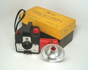 CAMERA, Imperial Mark XII, Nice Black with Red Accents and Matching FLASH