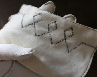 Short white gloves with black geometric embroidery design, by Wear Right size 6-1/2 bridal, spring summer, suit or dress 1960s bright white