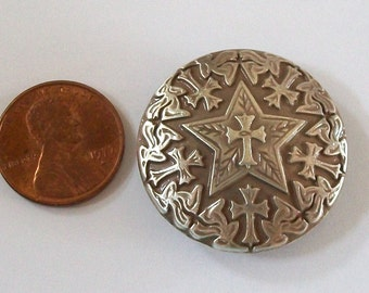 Concho Silver Star with Antiqued Silver Crosses Screwback