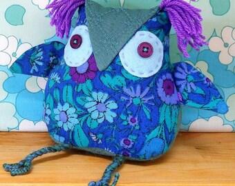 A cute Owl ? a  Retro Owl ? on SALE Owl in 60s Daisy Chain Vintage Fabric
