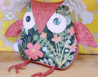 A cute Owl ? a  Retro Owl ? ON SALE Owl in 60s Pat Albeck Vintage Fabric