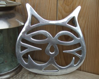 Vintage Aluminum Kitchen Trivet or Wall Decor. Cat's Face. 7 Inches tall.