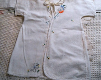 Sweet KITTENS NEWBORN BABY Robe Soft White Flannel Kimono Handmade & Embroidered Kitty Cats ,Tiny Daisies Trimmed Edges Satin Ties, Washable