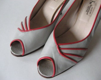 Snazzy 80s vintage peep toe pumps Italy grey with red piping SZ 7 Geraldyne
