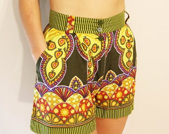 vintage United colors of Benetton, made in Italy, psychedelic circus print shorts, size XS