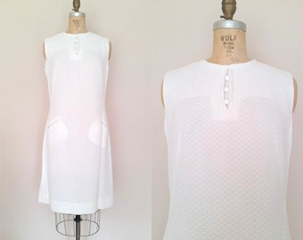 Youthquake Dress / Vintage 1960s Mod Dress / White Dress / 60s aline dress / Medium Large