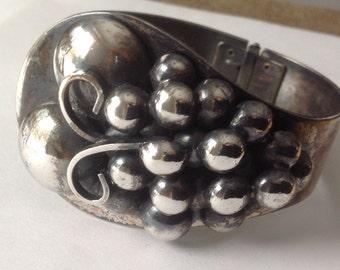 Sterling silver three dimensional grape design clamper bracelet    VJSE