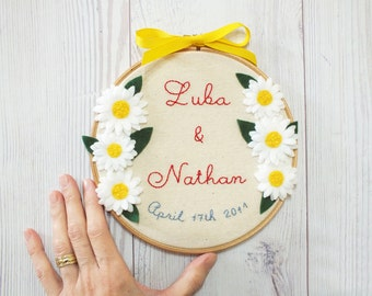 personalized wedding embroidery, flowers wedding gift, customized couple's names wedding décor,just married hoop art, anniversary embroidery