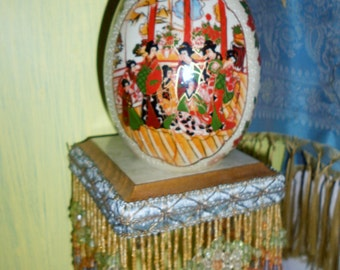 Chinoiserie Satsuma moriage ceramic porcelain hand painted egg with geishas
