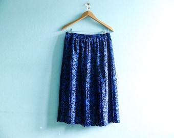 Vintage Midi Skirt Pleated / Floral / Black Blue / High Waist / medium