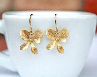 Gold Orchids Earrings. Gold Flower Earrings. Bridesmaid Earrings. Bridesmaid Gift.Wedding. Bridal Jewelry.Bridesmaid Jewelry.Bridal Earrings