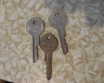 Vintage 1950s to 1960s Gold and Silver GM Automotive Small Keys Set of 3 For Steampunk/Jewelry/Recycle/Reuse/Repurpose