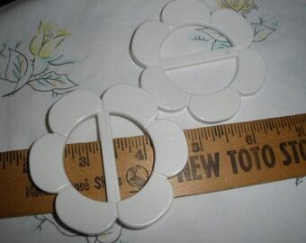 "White Round Flower Buckle Scarf Slide 2.75"" plastic crafts sewing choose 2 or 3 ribbon tshirt slide 1.5"" opening retro mid century embellish"
