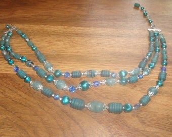 vintaqge necklace triple strand glass lucite blue beads