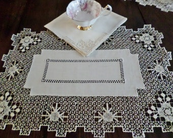 Four Vintage Placemats and Napkins - Bullock's Dept. Store Boxed Set