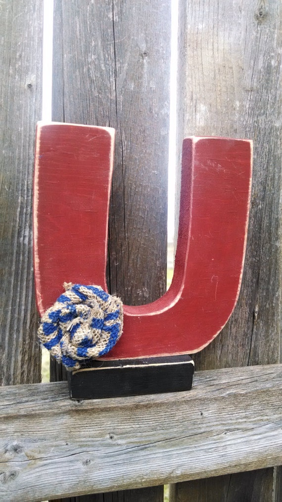 Shabby chic letter U shelf sitter