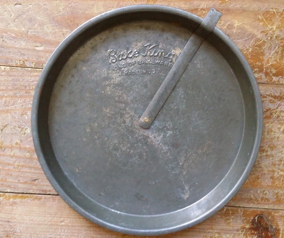Vintage Bake King Cake Pan With Slider Nice Patina 9 Inch