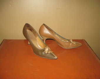 Vintage Brown and Tan Taupe  BABETTE Leather 50s Mid Century Heels Pumps Size 6 1/2 Excellent Condition