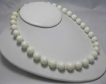 Sale! Vintage Necklace - Creamy White -  Plastic White Necklace - Retro