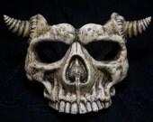 Skull Mask short horns bone finish