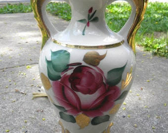 nice vintage 1960s mid century POTTERY or CHINA floral ROSES and gold table lamp    myrm