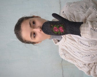 Felted Wool Mittens ,  seamless gloves, black Womans Mittens ,gift idea for her