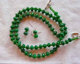 26 Inch Emerald Green Faceted Jade Necklace with Earrings
