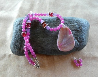 SALE  18 Inch Faceted Pink Jade Necklace with Druzy Agate Pendant and Earrings